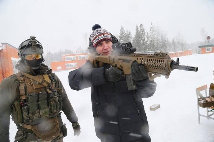 Specialist of the CSN SSO and firing guest Italian Beretta ARX-160 machine gun.