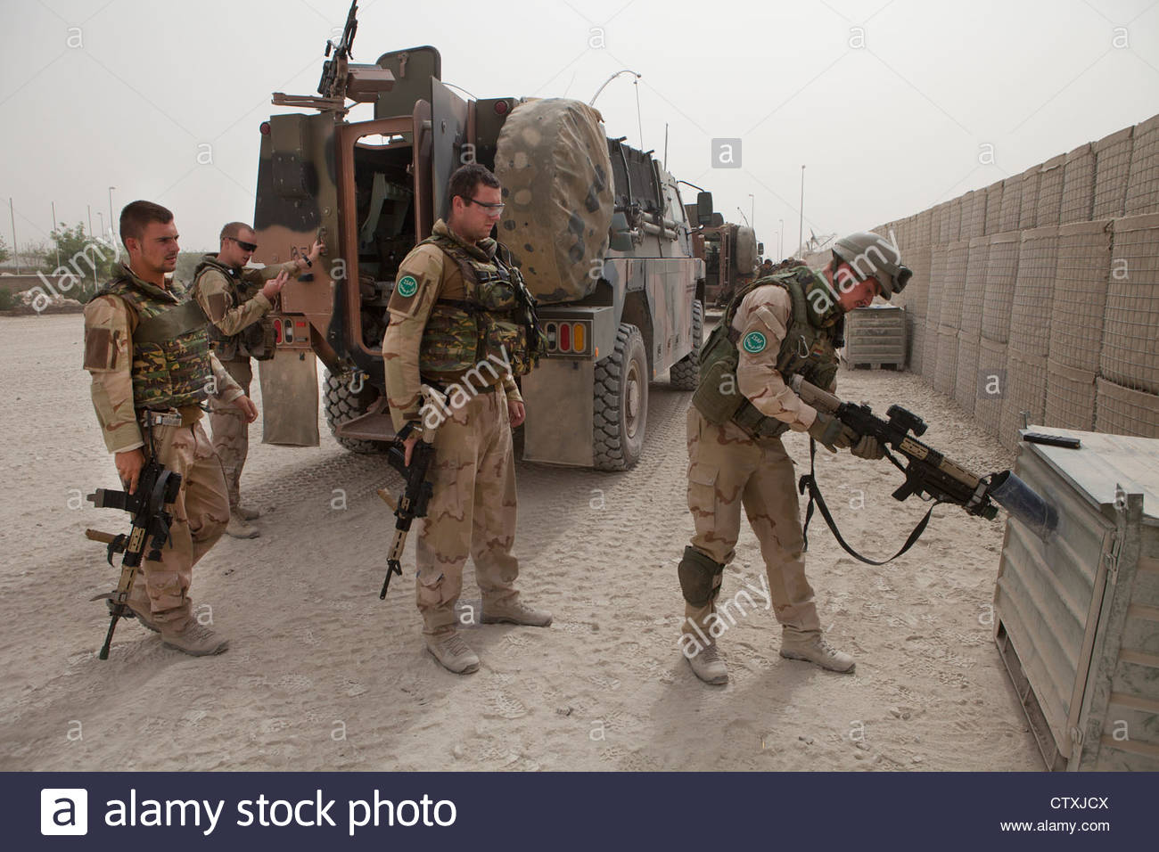 dutch-military-on-patrol-in-kunduz-afghanistan-CTXJCX