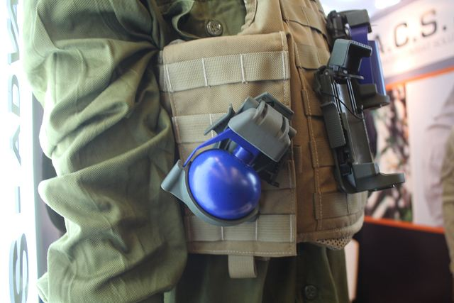 Innovative_pouch_for_hand_grenades_developed_by_the_Israeli_Company_ACS_Milipol_2015_640_002